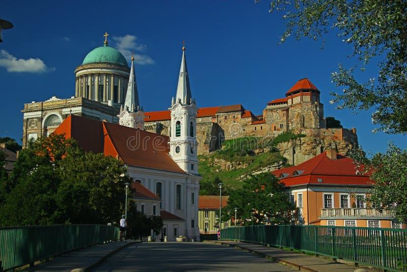 Basilique, château et église d'Esztergom photos stock