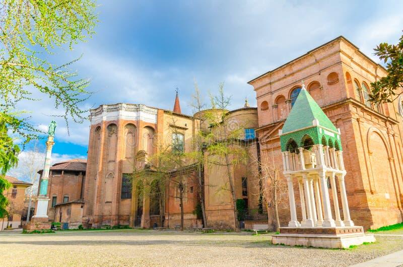"""Basilique d'église de San Domenico et voûte d'Arca di Rolandino De de """"Passeggeri sur la place de Piazza San Domenico image stock"""