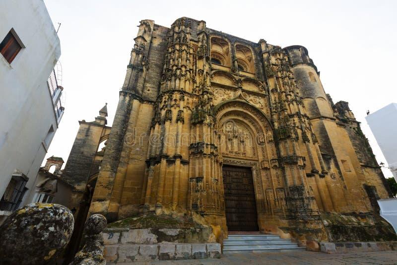 Basilique dans le temps de jour Arcos de la Frontera, Espagne photographie stock