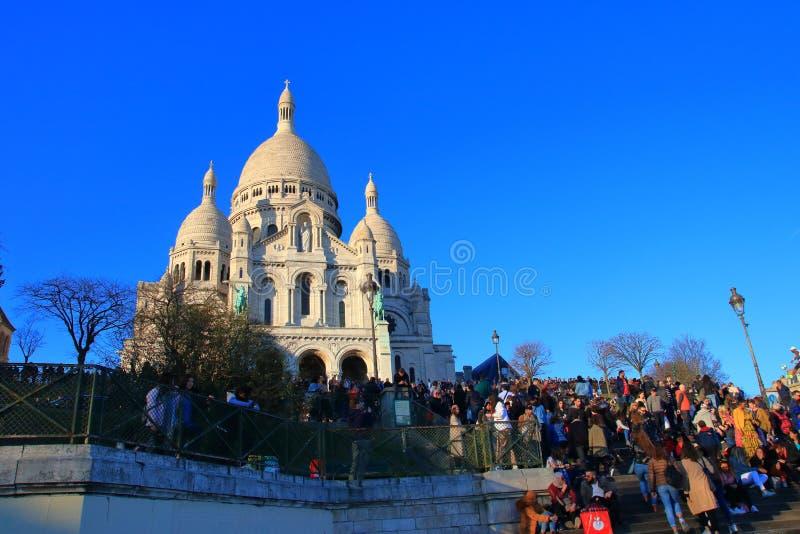 Basilique de coeur et de touristes de Sacre à Paris, France images libres de droits