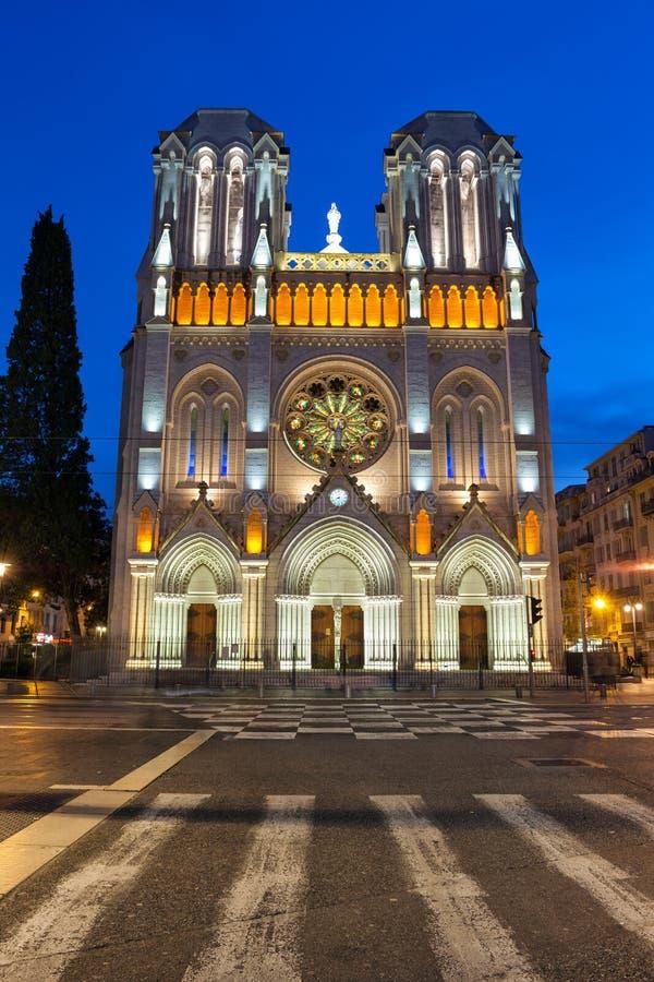 Basilique de Notre Dame de Nice la nuit dans les Frances photo libre de droits