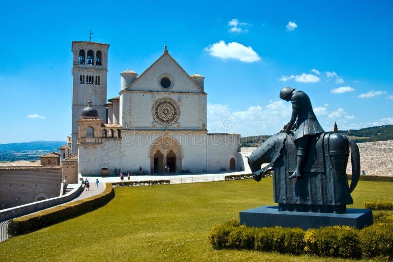 Basilique de rue Francis dans Assisi image stock