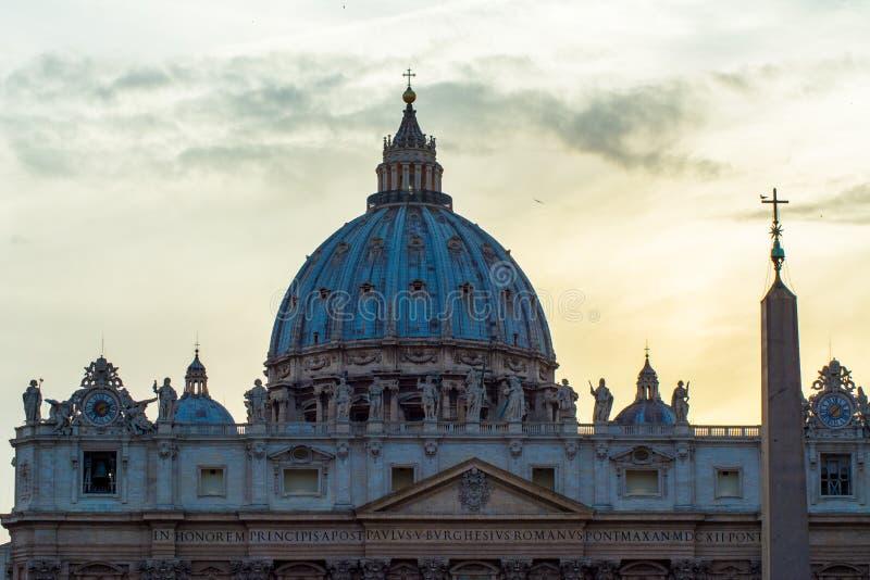 Basilique de St Peter au crépuscule photo stock