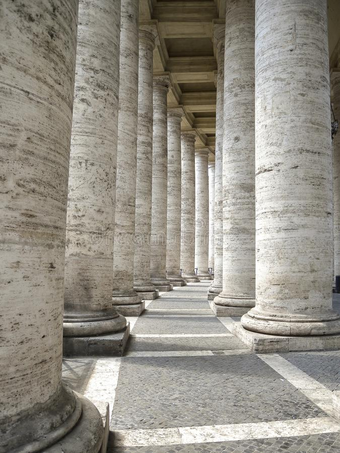 Basilique de St Peter, colonnade de Bernini photos libres de droits