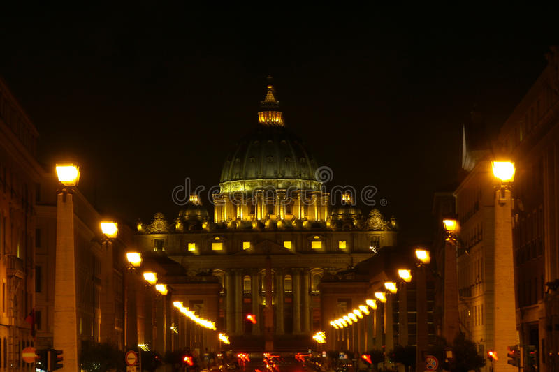 Basilique de St Peters la nuit, Rome, Italie photo libre de droits