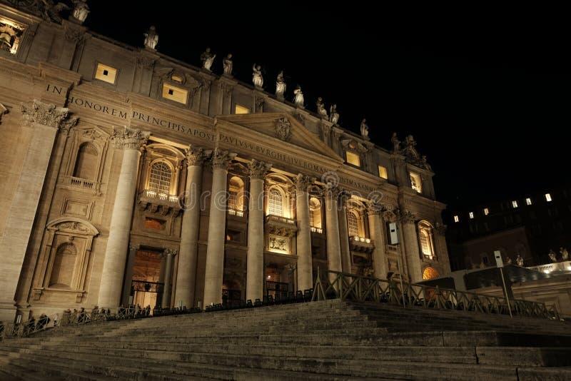 Basilique du ` s de St Peter la nuit image libre de droits