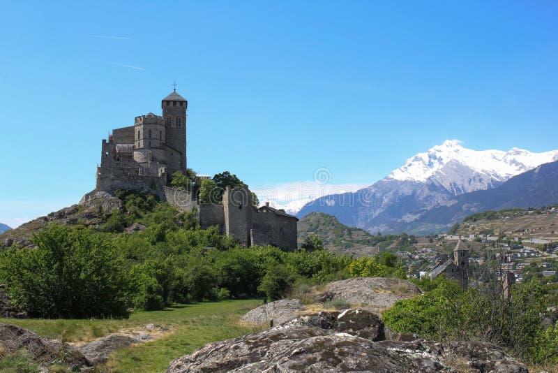 Basilique e castelo, Sion, Suíça fotografia de stock royalty free