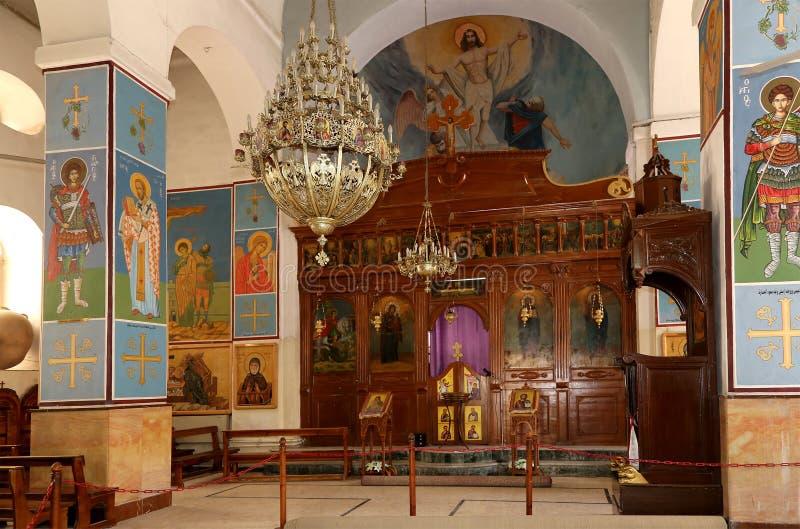 Basilique orthodoxe grecque intérieure de St George en ville Madaba, Jordanie image stock