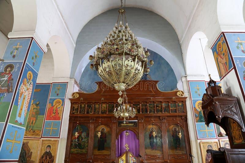 Basilique orthodoxe grecque intérieure de St George en ville Madaba, Jordanie photo libre de droits