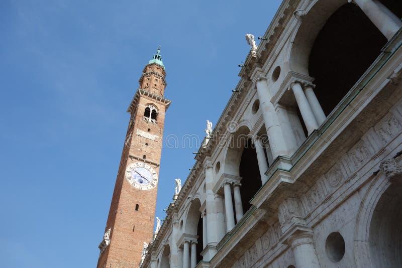Basilique Palladiana avec la tour d'horloge photos libres de droits