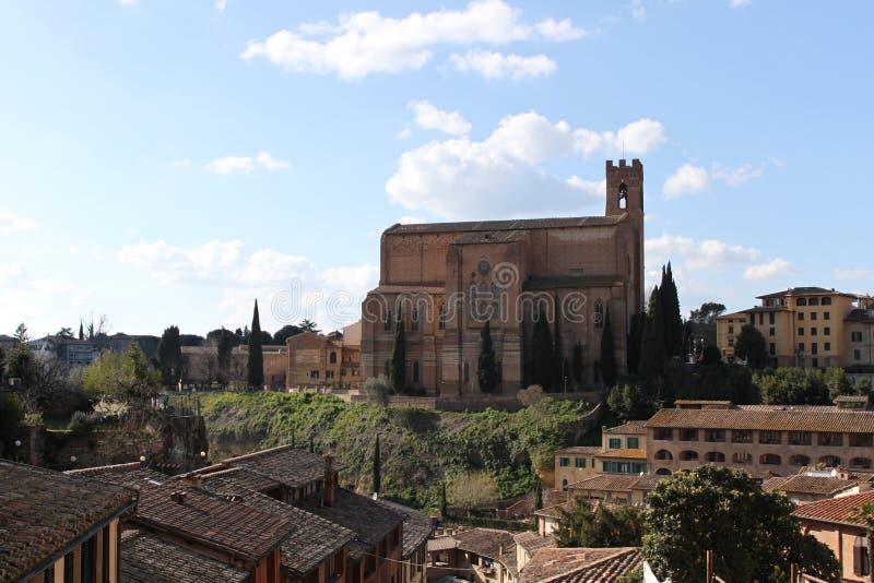 Download Basilique San Domenico à Sienne - En Italie Image stock - Image du fleur, hublots: 76083443