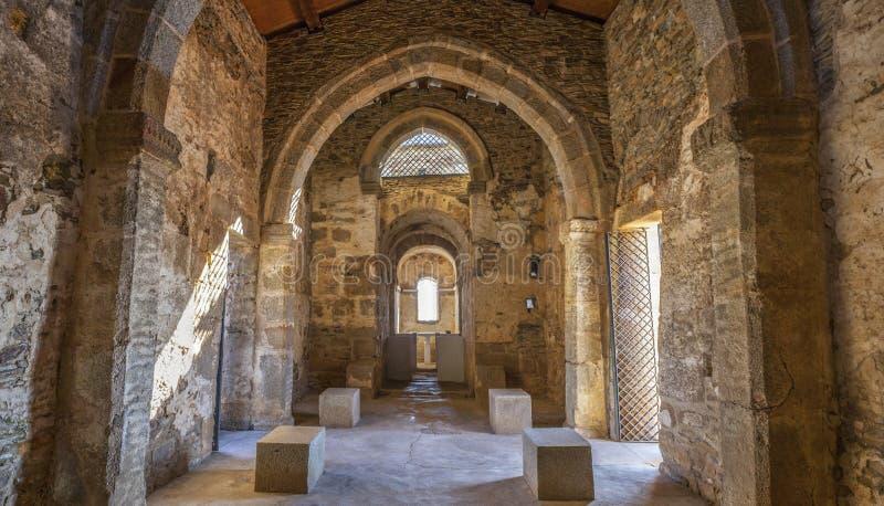 Basilique Visigothic de Santa Lucia delTrampal Vue principale de nef image stock