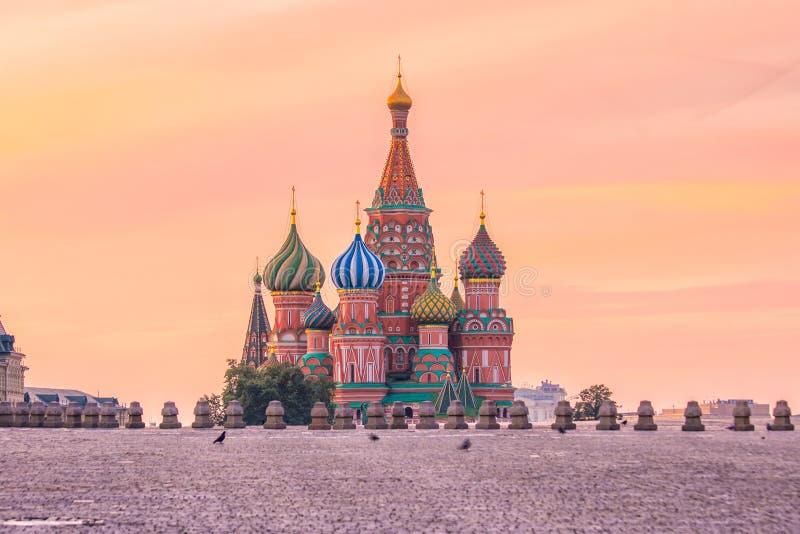 Basilu ` s katedra przy placem czerwonym w Moskwa obraz stock