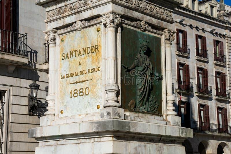 Basis van Pedro Velarde-standbeeld op Porticada-Vierkant stock foto's