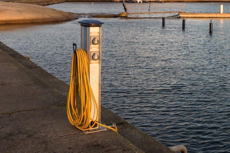 Basis voor water en voeding voor jachten en boten royalty-vrije stock afbeeldingen