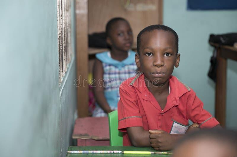 Basisschoolkinderen van Ghana, West-Afrika stock foto's