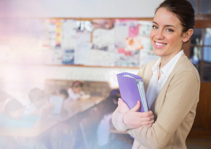 Basisschoolleraar met klasse stock foto