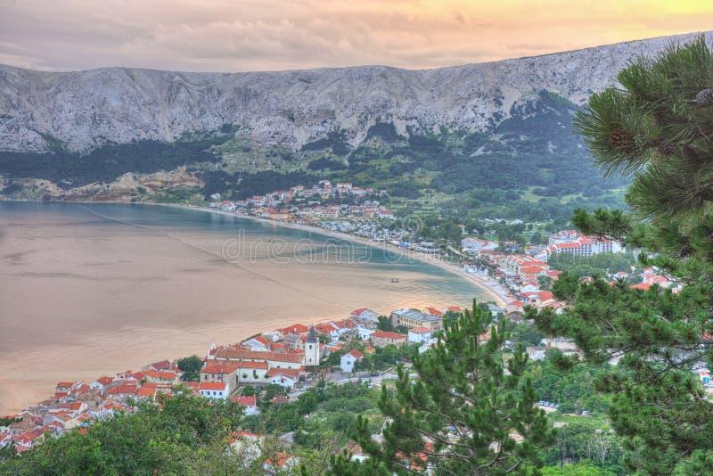 Baska no por do sol, ilha de Krk, Croácia imagens de stock royalty free
