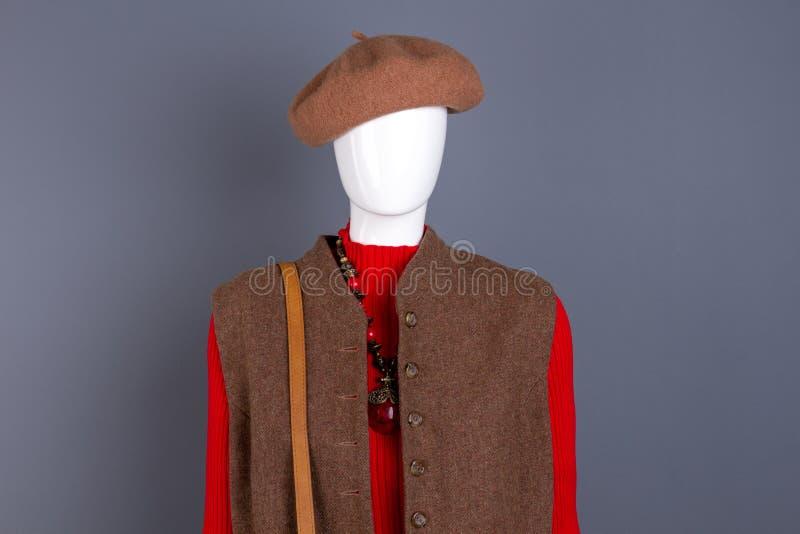 Basker och waistcoat för skyltdocka iklädd royaltyfria foton