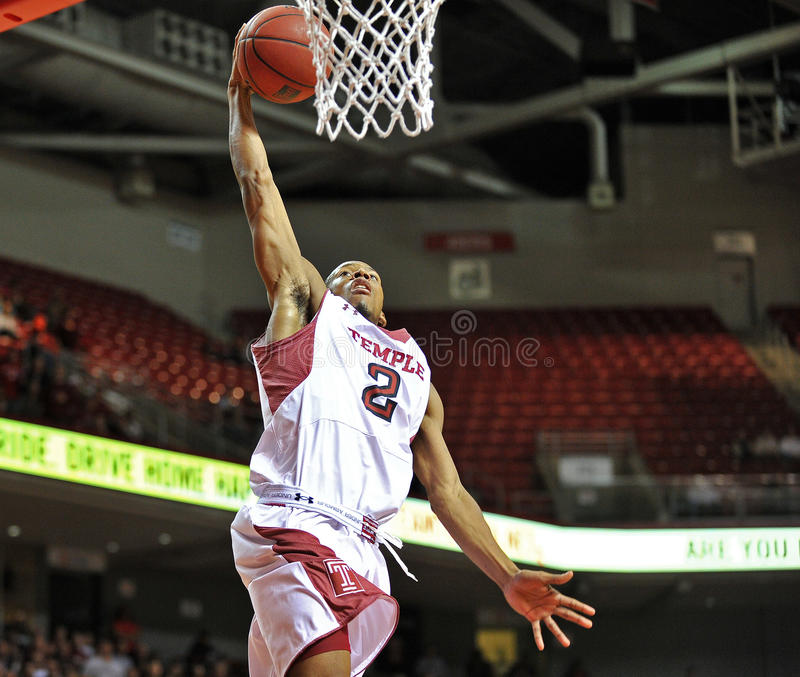 Basket-ball 2013 de NCAA - le claquement trempent photographie stock