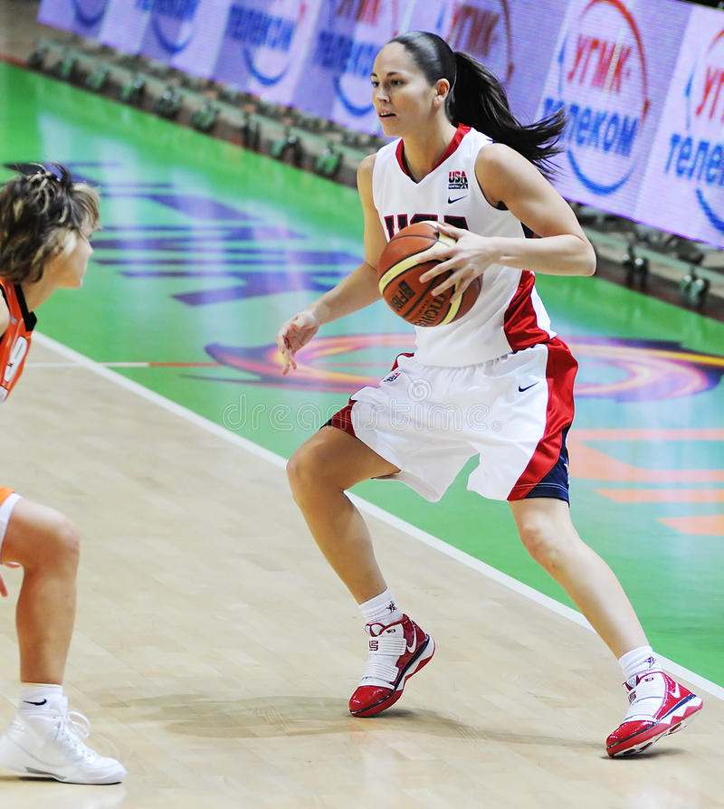 Basket-ball de femmes. UGMK contre les Etats-Unis images libres de droits