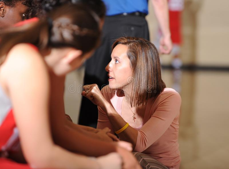 Basket-ball de lycée de filles image libre de droits