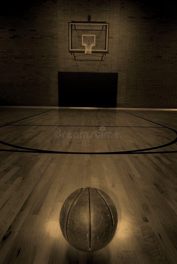 Basket-ball et terrain de basket photo libre de droits