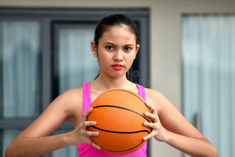 Basket-ball impassible de Minority Person With d'athlète image stock