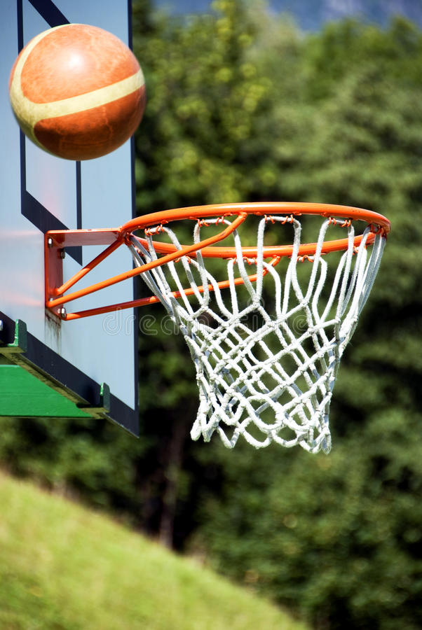 Basket-ball - projectile de gain ? photo stock