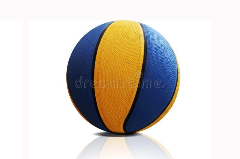 Basket-ball sur le blanc image libre de droits