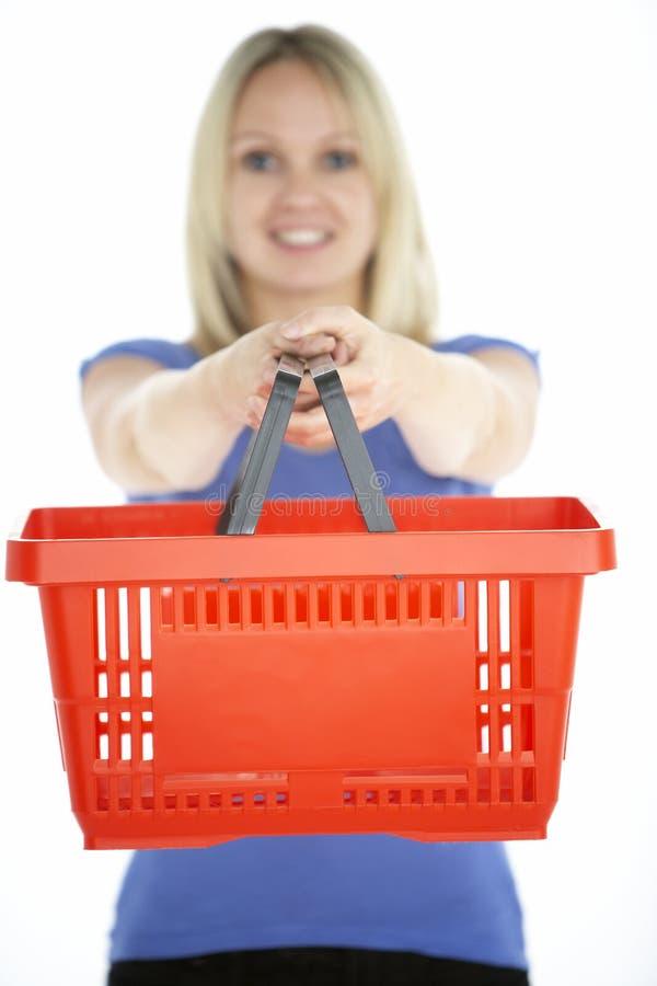 basket holding shopping woman στοκ εικόνα
