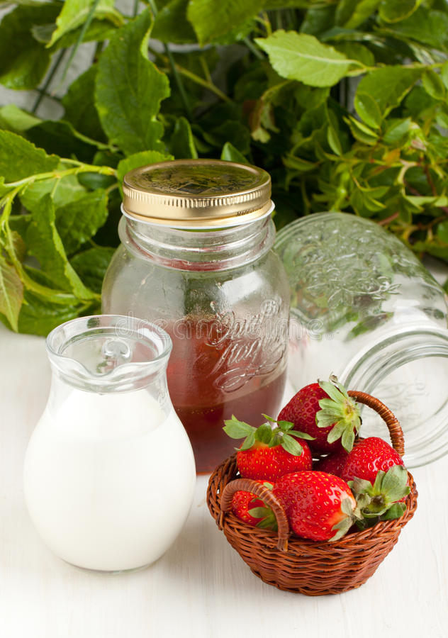 Free Basket Of Fresh Strawberries With Milk And Honey Royalty Free Stock Photo - 19641815