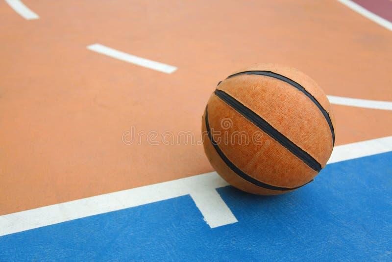 Basket på en domstol royaltyfri bild