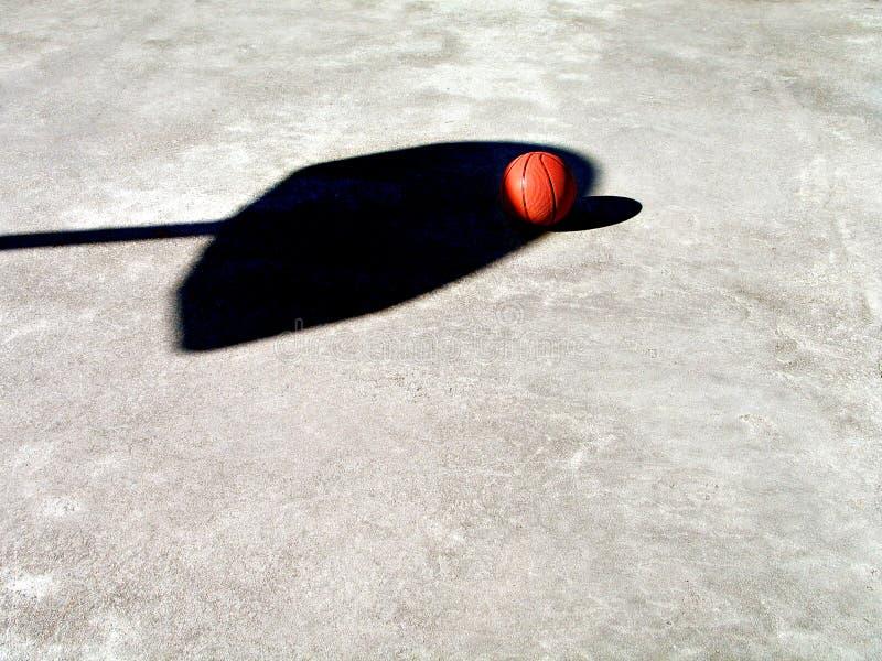 Basketbal En Netto Schaduw Royalty-vrije Stock Fotografie