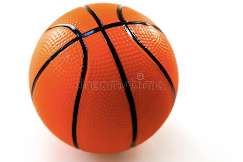 Basketbal op witte achtergrond als sporten en fitness activiteit stock foto's