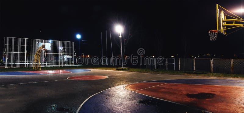Basketbal 's nachts Werf stock afbeeldingen