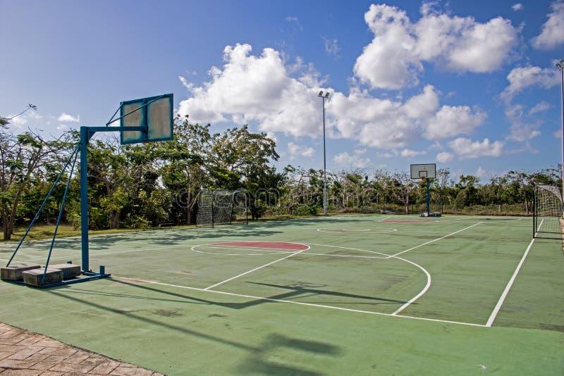 Basketbal/Voetbalhof bij de Toevlucht van Playa Paraiso in Cayo Coco, Cuba royalty-vrije stock fotografie