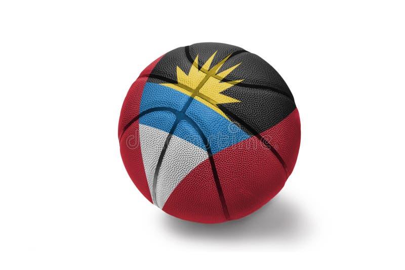 Basketbalbal met de nationale vlag van antigua en Barbuda op de witte achtergrond stock foto's