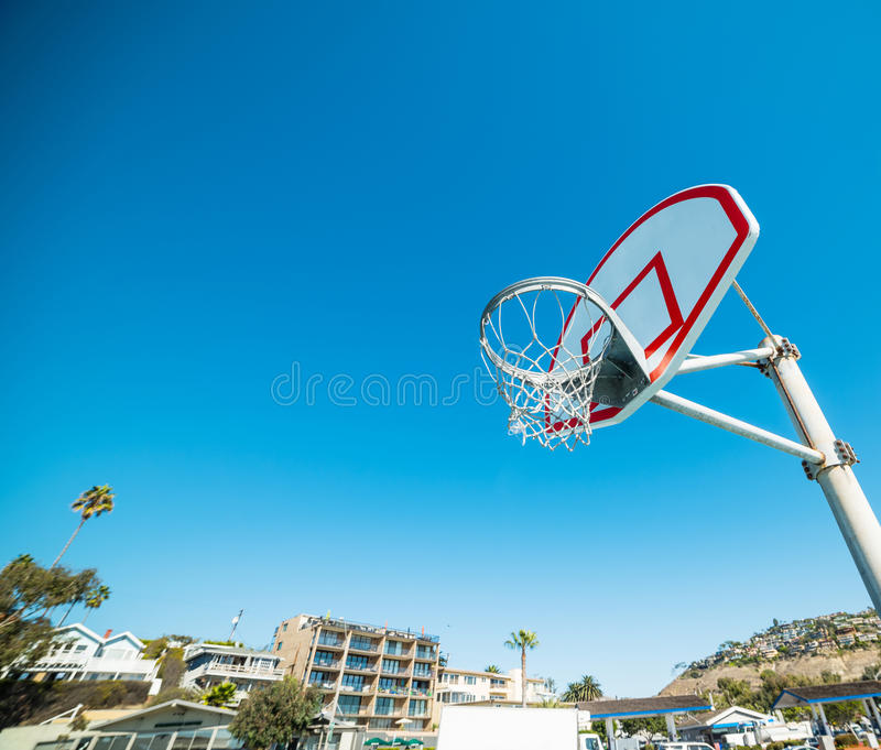 Basketbalhoepel in Laguna Beach stock fotografie