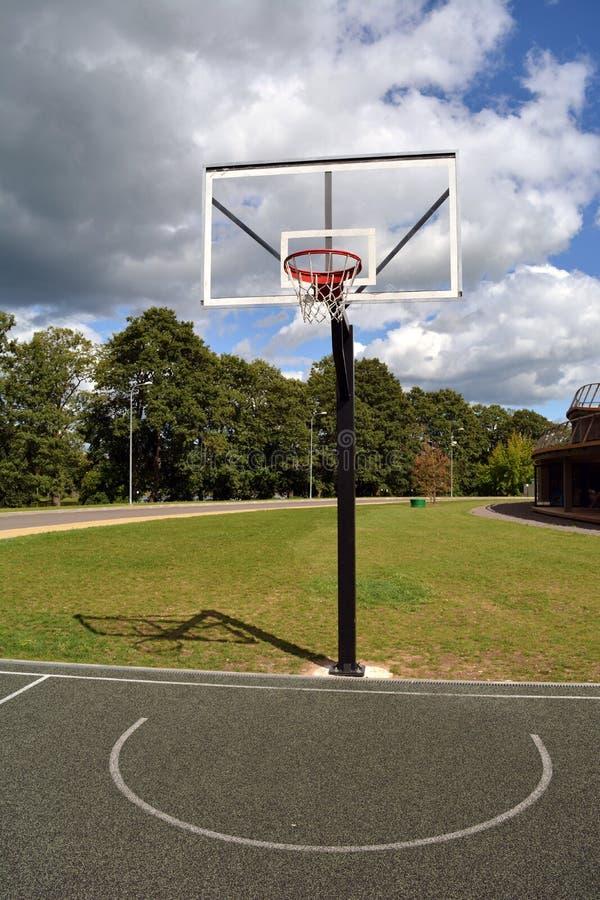 Basketbalhoepel in toevluchtpark stock fotografie