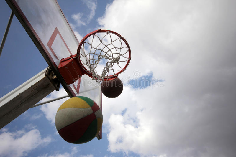 Basketball. Hoop on an outdoors court. Clear sky on a sunny day royalty free stock photos