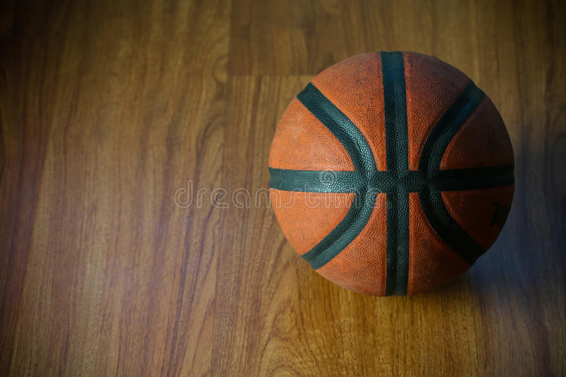 Basketball auf Gericht oder hölzerner, populärer Sport mit Team, Sporthintergrund und leerer Bereich für Text, internationaler Sp lizenzfreies stockfoto