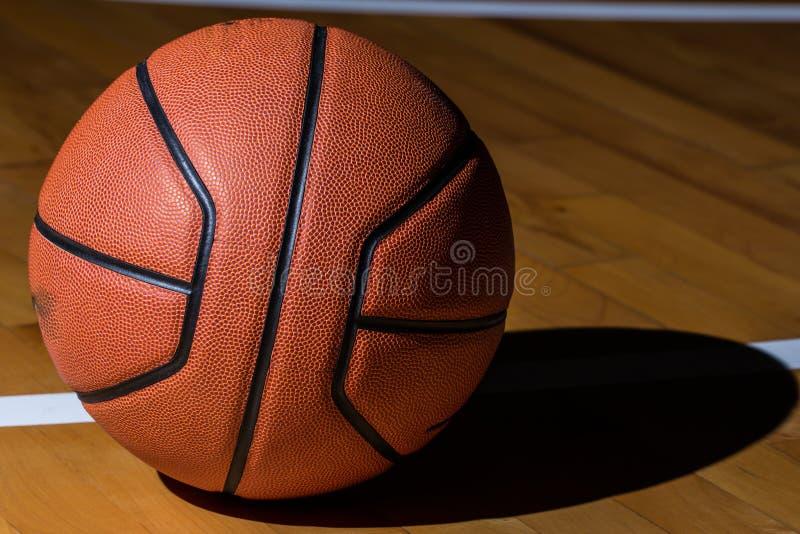 Basketball getrennt lizenzfreie stockbilder