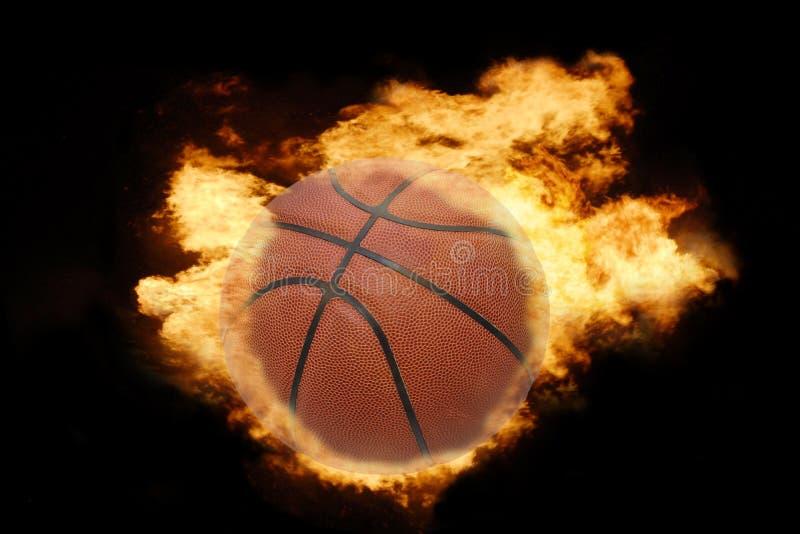 Basketball-Kugel auf Feuer stockbilder