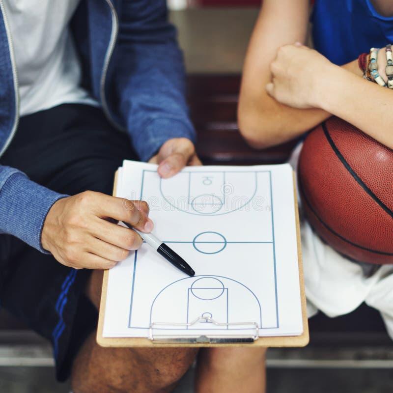 Basketball-Spieler-Sport-Strategien-Taktik-Konzept lizenzfreie stockfotos