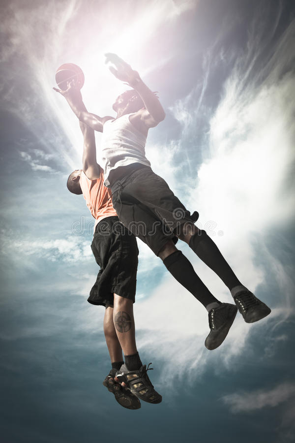 Basketball-Spieler zwei lizenzfreie stockfotos