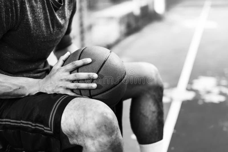Basketball-Sport-Freizeitbetätigungs-entspannendes Verfolgungs-Konzept lizenzfreie stockbilder