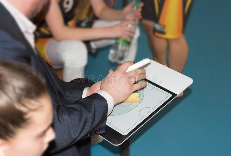 Basketball-Team-Trainer lizenzfreie stockfotografie