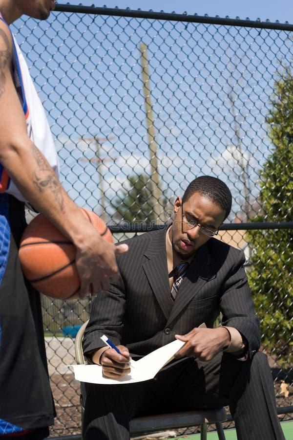 Basketball-Trainer stockfotos