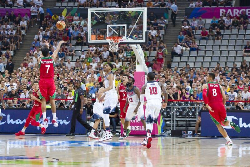 Basketballaktion lizenzfreies stockfoto